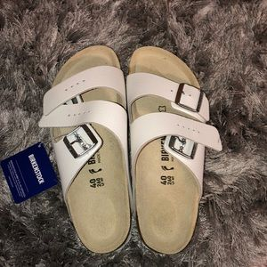 BRAND NEW WITH TAGS white Birkenstock's